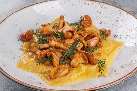 Картофельные равиоли с лисичками