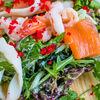 Фото к позиции меню Салат с лососем, кальмаром и креветкой