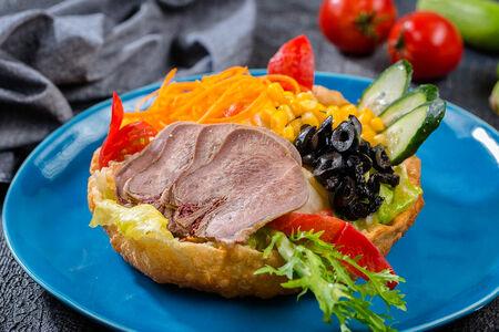 Теплый шеф-салат с телячьим языком