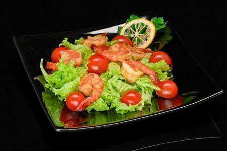 Салат с тигровыми креветками теппаняки
