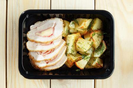 Рулет куриный с запечённым картофелем