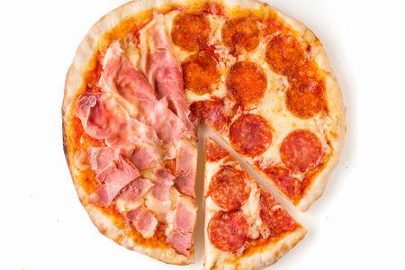 Пицца с мясными деликатесами