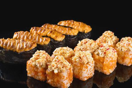 Острый запечённый набор суши с крабом