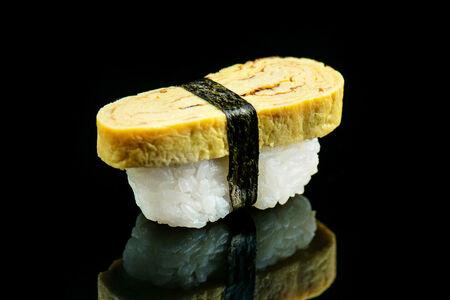 Суши со слоеным омлетом
