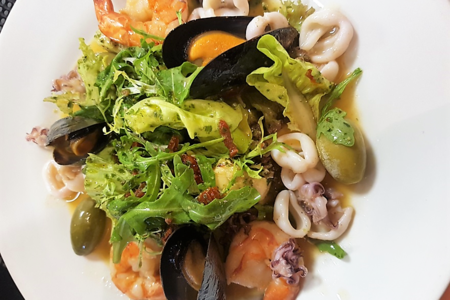 Теплый салат Лацио с морепродуктами