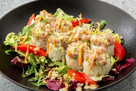 Ролл спайси туна с салатным миксом