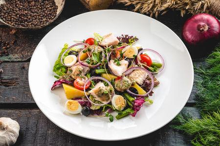 Микс-салат с северной рыбой