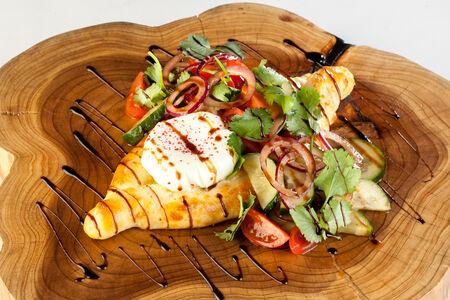 Салат-хачапури с овощами