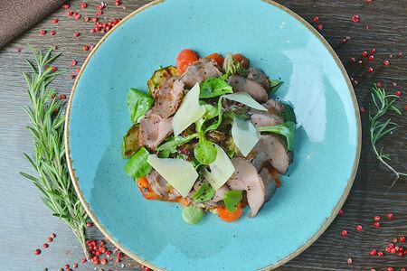 Салат из телятины с печеными овощами в хоспере