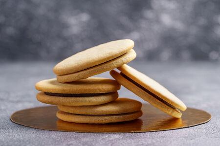 Печенье песочное с шоколадом