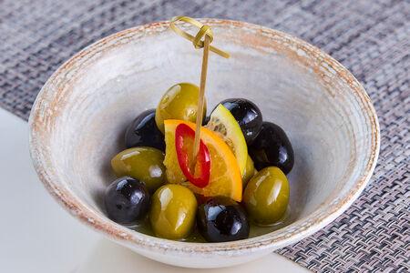 Испанские оливки и маслины