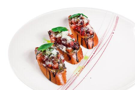 Брускетты с томатами