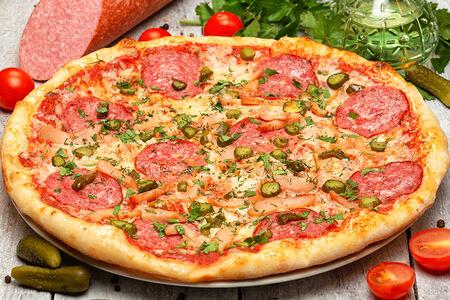 Пицца с янтарной курочкой и перцем халапеньо