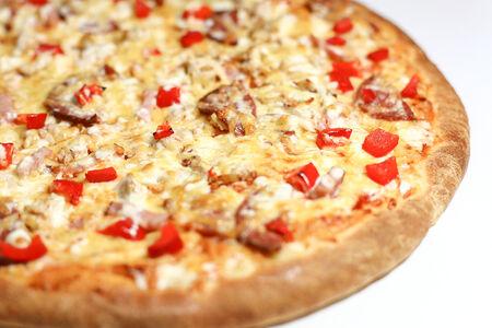Пицца на толстом тесте Европа