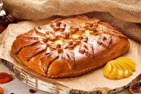 Пирог с персиками и творожным сыром