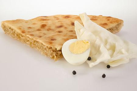 Пирог с капустой, яйцом и жареным луком