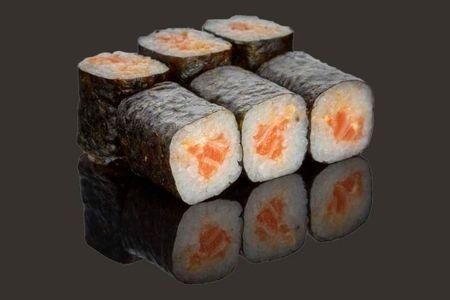 Мини ролл с острым лососем