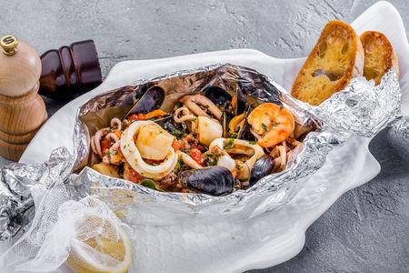 Соте из морепродуктов на углях