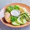 Фото к позиции меню Кижуч на пару с овощами и йогуртовым соусом