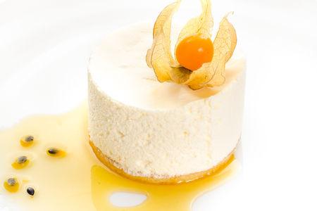 Сырный торт со свежей маракуей