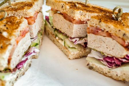 Сэндвич с котлетой из индейки