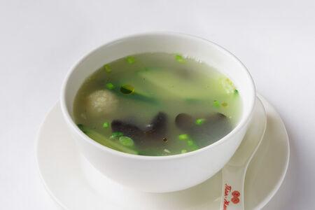 Суп с фрикадельками и прозрачной лапшой