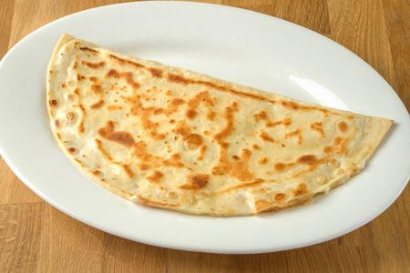 Хачапури с тархуном и сыром в слоеном тесте