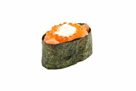 Суши с икрой и лососем