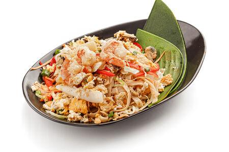 Лапша жареная с овощами и морепродуктами