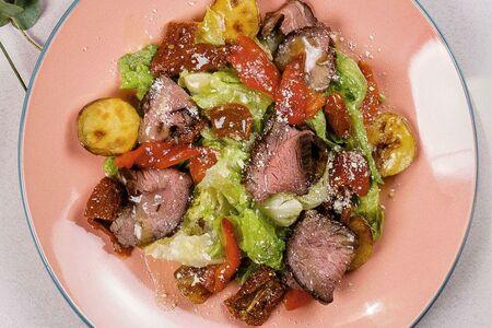 Салат с ростбифом и вялеными томатами