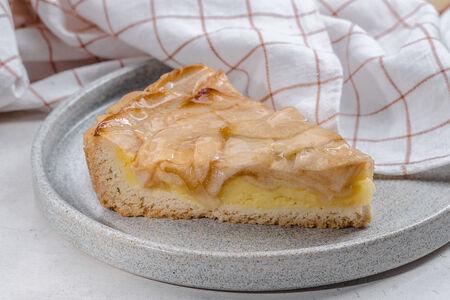 Пирог песочный с яблоком