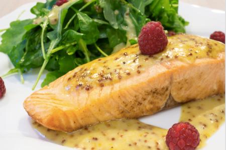 Филе лосося с медово-вересковой заправкой
