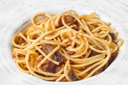 Спагетти с телячьими щеками