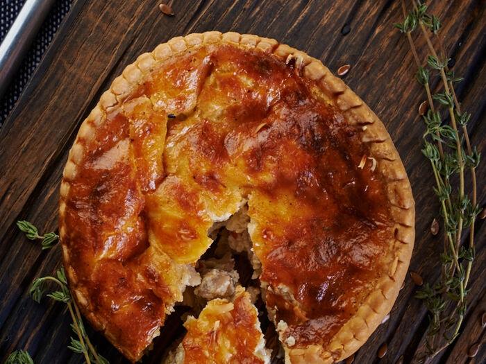 Киш с курицей, сыром и перцем