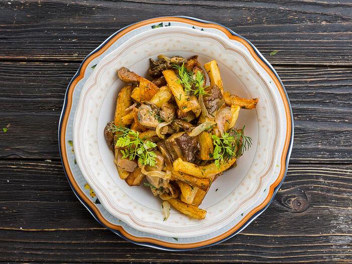 Картофель жареный с белыми грибами