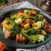 Фото к позиции меню Теплый салат с курицей и копченым сулугуни