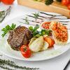 Фото к позиции меню Стейк из телятины с овощами и брускетой