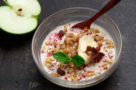 Каша овсяная на кокосовом молоке с карамелизированной грушей и корицей