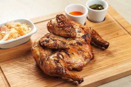 Фермерский цыпленок на гриле