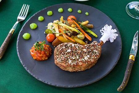 Телячья вырезка с жареными овощами