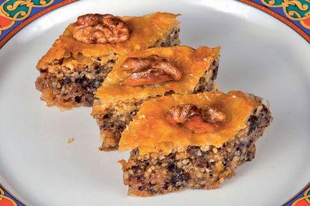 Десерт Пахлава с грецким орехом