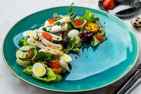 Салат с кальмаром и красной икрой