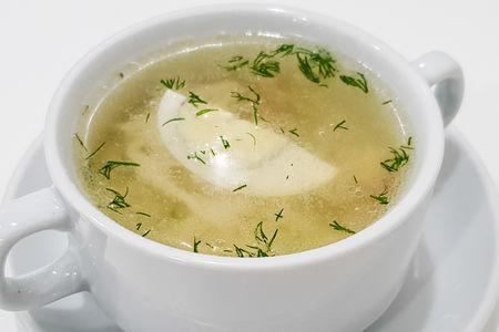 Бульон куриный с домашней лапшой и яйцом