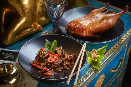Лапша Чоу Фань с уткой и грибами Шиитаке