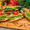 Фото к позиции меню Сэндвич с творожным сыром и грушей