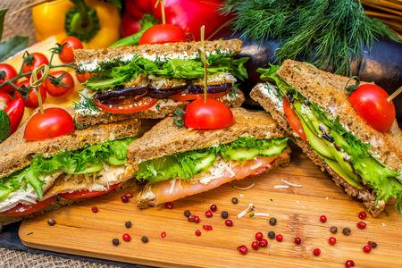Сэндвич с творожным сыром и грушей