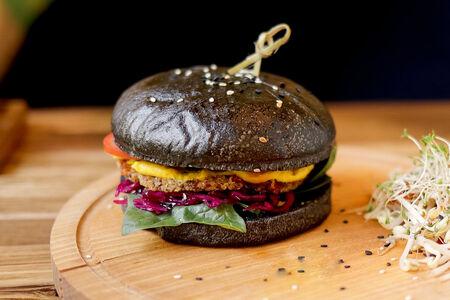 Чизбургер Веган с котлетой из киноа