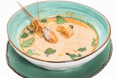 Суп Тайский кокосовый суп с креветками и кальмарами