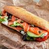 Фото к позиции меню Сэндвич с малосольным лососем, мягким сыром и авокадо