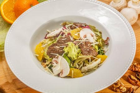 Теплый салат с телячьей вырезкой